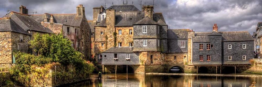 Michel Leclerc est né à Landerneau dans le Finistère